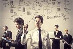 Empresarios analizando la situación