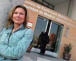 Alicia Koplowitz, delante de la fachada de su Fundación