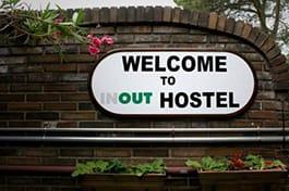 Entrada de Inout Hostel