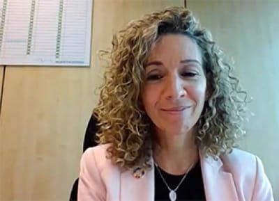 La subdirectora de Sostenibilidad de Correos, Elena Fernández, durante el diálogo