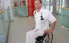 Médico con discapacidad
